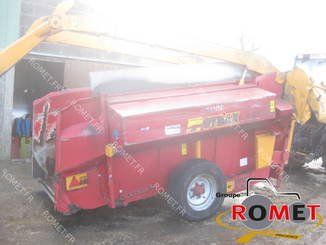 Forage wagon - straw shredder Gyrax 6500L - 3