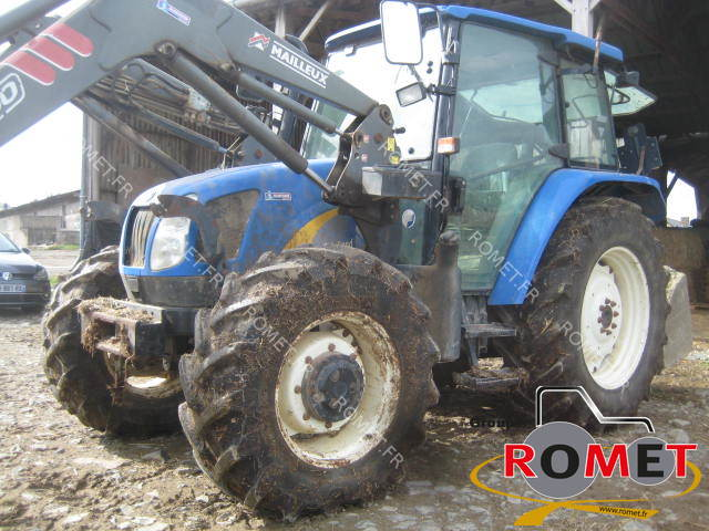Farm tractor New Holland TLA100 - 1